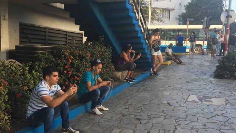 Jovenes-conectados-punto-Rampa-Habana_CYMIMA20161230_0004_13