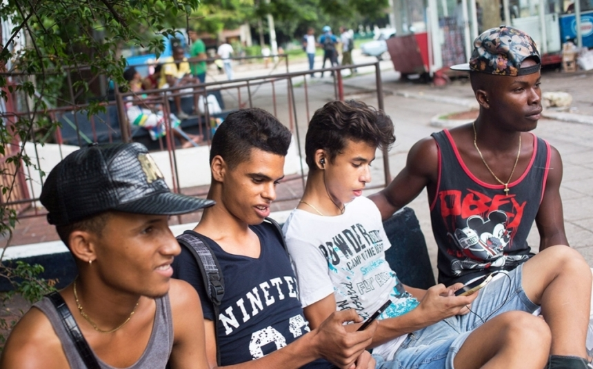 170619_RK_Grindr-Cuba_Teens.jpg.CROP.promo-xlarge2